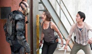twd-episode-301-maggie-gas-mask-560