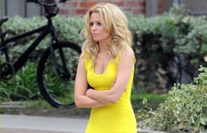 "Elizabeth Banks sneaks around on the set of ""Walk of Shame"""